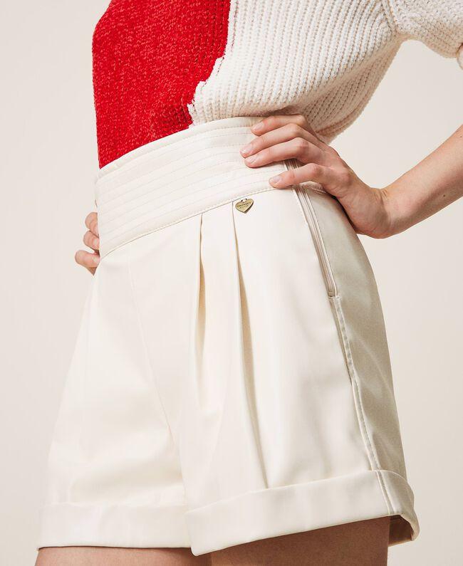 TWINSET Shorts In Similpelle A Vita Alta Panna